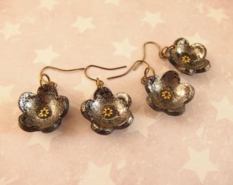 Earrings small flowers black and silver enameled effect