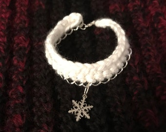 Crochet chain bracelet with charm