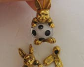 DISCONTINUED *** Gold Tone Pewter Bunny Bead Critter Finding