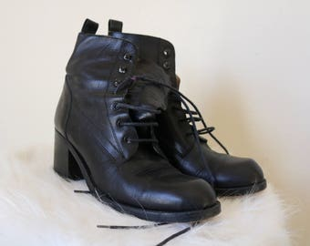 GUESS Ankle Boots | 7.5 black leather lace up block heel 90s vintage quality pull tab boots