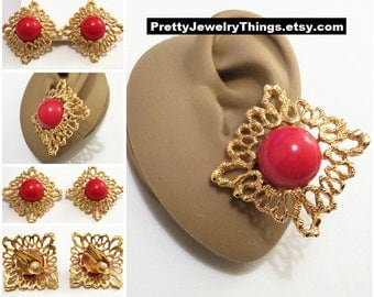 Avon Red Bead Pinpoint Strip Edge Clip On Earrings Satin Gold Tone Vintage 1992 Bold Burst White Pads Domed Lucite Disc
