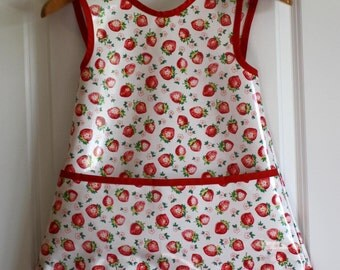 LAST ONE Kids 4/5 Criss Cross Back Long Girls Art Smock Art Apron in White with Vintage Strawberries