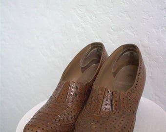 "On Sale! 1940 ""Hoolygan Kicks"" Women's Brown Stamped Alligator / Crocodile Print Leather Pumps - Size: 8 1/2"