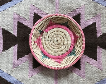 Straw Basket // Vintage // Wall Hanging // Home Decor // Ethnic // Bohemian // Tan // Pink // Green