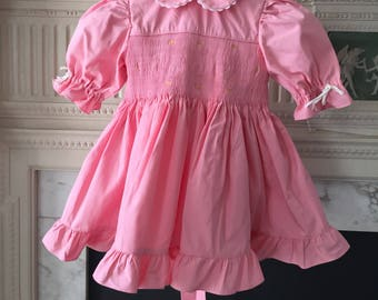 Vintage Baby dress pink cotton Embroidery Size: 6 to 9 months . New like condition Collar with white rickrack Balloon sleeves For clothing