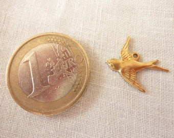 Swallow charm flying golden reference charmd 12