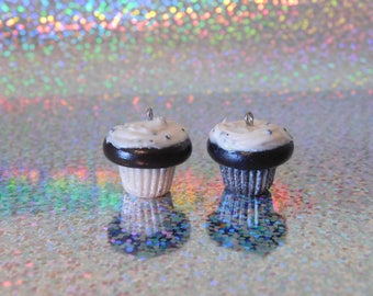 Chocolate and vanilla cookies and cream clay cupcakes