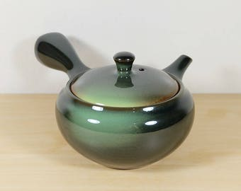 Japanese Teapot of Tokoname ware, Deep Green and Light Green Glaze, Yokode Kyusu Tea Ceremony Sencha Green Tea Gyokuro