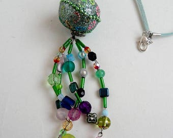 Long necklace in shades of green