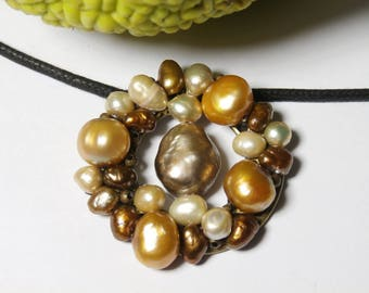 round pendant with cultured pearls and mother of Pearl Necklace