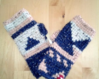 25% wool geometric pattern mittens