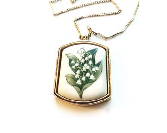 Vintage AVON Gold and Ceramic with Flowers Pendant Necklace