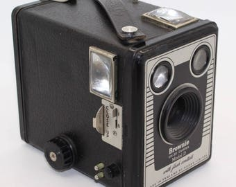 Kodak Brownie Six-20 Box Camera Model D – c.1953-1957 - Good condition and tested - Made in England