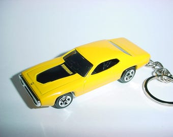 3D 1971 Plymouth GTX HEMI custom keychain by Brian Thornton keyring key chain finished in yellow/black color trim diecast metal body 71