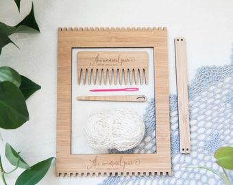 Le petit bambou tissage Loom Starter Kit - comprend métier à tisser, aiguille, chaîne de coton et peigne