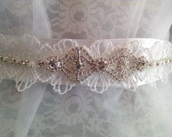 Pretty belt for the bride in white satin covered with guipure lace