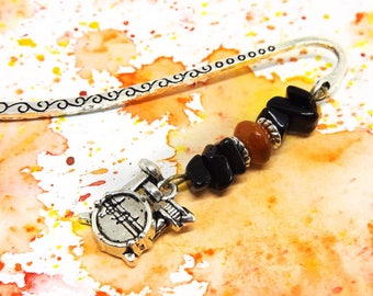 Music bookmark - Gifts for musicians - Gemstone beaded bookmark with drum charm - Drummer gifts - Tiny metal bookmark for men