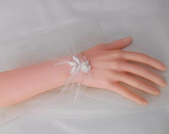Wedding jewelry: Bracelet bis Nastasya lace with pearls, ostrich feathers and crystals bicones for bride