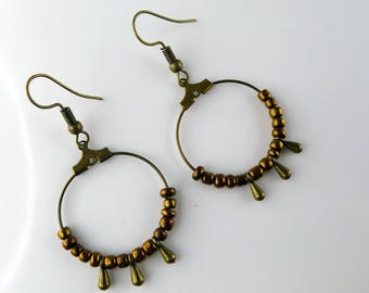 Hoop earrings in bronze and gold seed beads