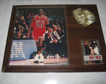 Michael Jordon #23 Chicago Bulls 91/92 Signed Photo and Card, Gold Basket Ball Emblem