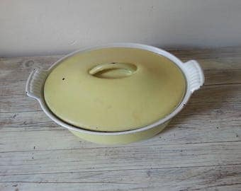 Rare yellow oval Le Creuset pan, Le Creuset dutch oven