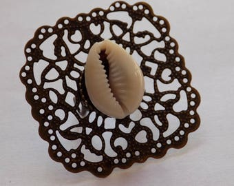 Adjustable lace diamond ring and a cowrie