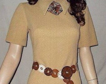 Vintage 70s Hippie Chic Mod Beige Light Tan Polyester Womens Handmade Summer Short Sleeve Above The Knee Shift Day Dress Size S