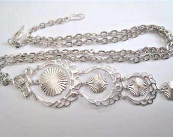 Sarah Coventry Silver Tone Necklace