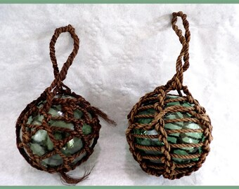 Pair of vintage glass fishing net floats and its original macrame / fishing / fishing collection / collection sea / ocean /.