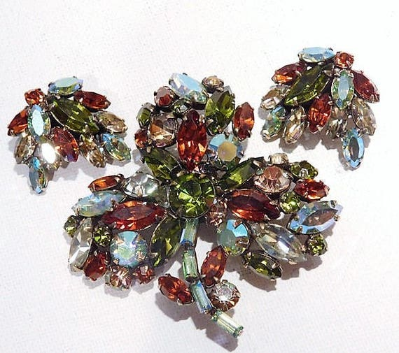 REGENCY Rhinestone Brooch Earrings Set / 1950s Mid Century Rhinestone Jewelry / Demi Parure / Autumn Fall Colors / Glass Brooch and Earrings