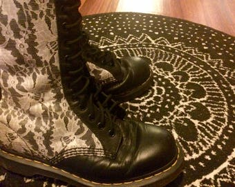 Super Cute Vintage Black Leather & White Lace 14- Eye Doc Martens, Women's Size 8 (US)