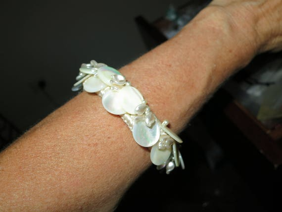 Beautiful vintage mother of pearl bracelet on silk thread 8 inches
