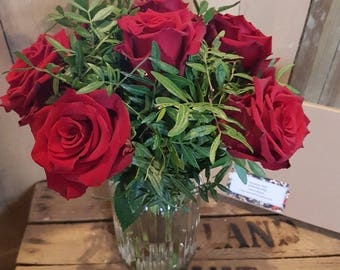 Red Roses - Half a Dozen - Fresh Roses - Letterbox Posies - Letterbox Flowers - Real Flowers