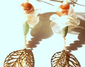 Pastel kind earrings, golden leaves off-white iridescent veil, nude, light green beads.