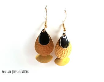 Graphic black and gold earrings