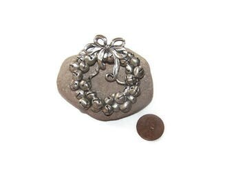 1992 Seagull Pewter Jingle Bell Wreath Christmas Pin Brooch Signed Collectible