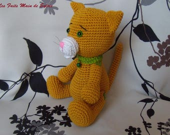 Kiki the cat in the small can crochet