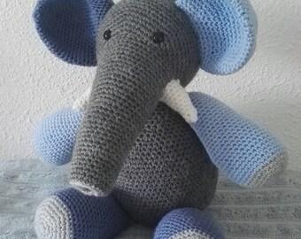 The elephant crocheted OTTO