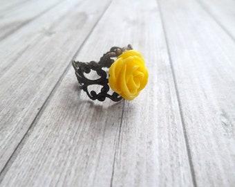 Bague support filigrané et fleur résine jaune