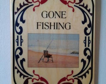 Wood plaque Gone fishing - Home Decor
