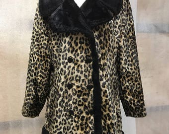 Fabulous Mid Length Vintage Style Leopard Print Faux Fur Coat Oversized Collar Woman Size Small.