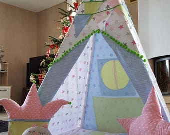 Tipi with blanket, pillow and pennant