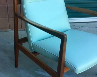 Beautiful Newly Upholstered Mid-Century Modern Walnut Vinyl Lounge Chair