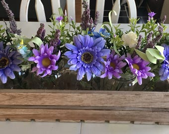 Wood crate with 5 Mason jars and flowers