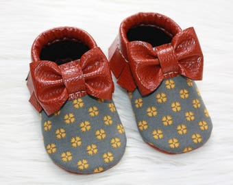 Fall, Holiday baby moccasins// Toddler moccasins// Vegan, Faux leather moccasins// Soft-soled baby shoes