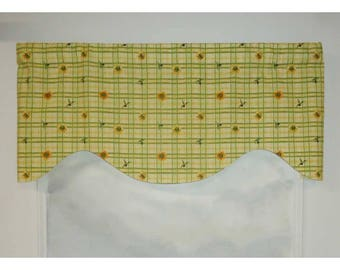Sunny Sunflowers Green and Yellow Plaid Kitchen Valance