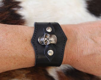 Skull Leather wristband. Gothic cuff. Skull bracelet. Black cuff. Gothic leather wristlet