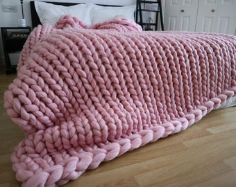 Chunky knit blanket - PINK chunky knit throw - Pink blanket - chunky knit - arm knitting blanket - bed runner -  pink throw - Christmas