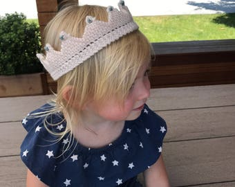 Hand-made knitted crown