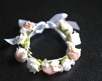 Floral bracelet made of white and pink roses